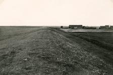 ZL_DIJKVERSTERKING_19 Kijkje op de Zeedijk, richting de Ruigendijk; 1957