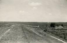 ZL_DIJKVERSTERKING_21 Kijkje op de Zeedijk, op de hoek van de Oudenhoornse Zeedijk; 1957