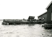ZL_WATERSNOODRAMP_050 Boerderij van B. Blaak in het water; 1 februari 1953