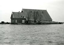 ZL_WATERSNOODRAMP_052 Boerderij van B. Blaak in het water; 1 februari 1953