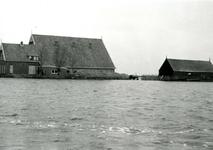ZL_WATERSNOODRAMP_054 Boerderij van B. Blaak in het water; 1 februari 1953