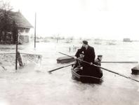 ZL_WATERSNOODRAMP_088 Met een bootje over de Veerdam; Februari 1953