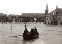 ZL_WATERSNOODRAMP_090 Met een bootje over de Stationsweg; 2 februari 1953