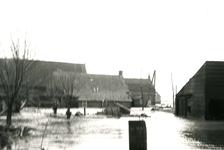 ZL_WATERSNOODRAMP_092 Boerderij van M. Blaak in het water; 1 februari 1953