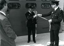 ZW_BRANDWEER_002 Overhandiging van de sleutel tijdens de officiële opening van de brandweergarage. V.l.n.r. commandant ...