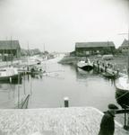 ZW_HAVENKADE_038 Zwartewaal; Het in de haven van Zwartewaal gezonken schip De Watergeus, September 1957