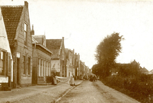 ZW_HENRYFORDSTRAAT_002 Zwartewaal; Kijkje op het Zuideinde, ofwel de Henry Fordstraat, ca. 1920