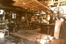 ZW_HENRYFORDSTRAAT_010 Interieur van een garage langs de Henry Fordstraat; ca. 1985
