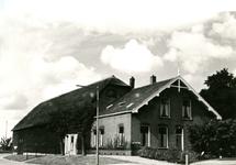 ZW_HENRYFORDSTRAAT_014 Boerderij van Boender, Hacide Boender (1883-1973) en Adriaantje J. Herweijer (1889-1967). In ...