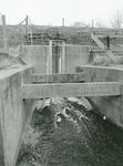 ZW_MAASDIJK_012 Inlaatsluis aan de binnenzijde van de Zwartewaalse Maasdijk; februari 1986