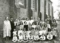 ZW_PERSONEN_001 Leerlingen van de Openbare School bij de Ned. Hervormde Kerk (St.Martinuskerk); ca. 1938