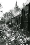 ZW_SCHOOLSTRAAT_033 Rommelmarkt bij en t.b.v. de Ned. Hervormde Kerk (St. Martinuskerk); 6 juni 1985