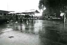 ZW_SCHOOLSTRAAT_036 Rommelmarkt bij en t.b.v. de Ned. Hervormde Kerk (St. Martinuskerk); 12 juni 1986