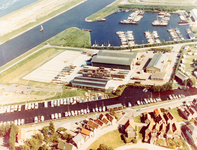 ZW_WERFPLEIN_002 Loodsen en kantoor van Spreeuwenberg steigerbouw; ca. 1980