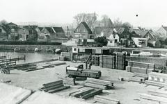 ZW_WERFPLEIN_003 Zwartewaal; Vanaf het terrein van Spreeuwenberg steigerbouw zicht op de achterzijde van het Noordeinde ...