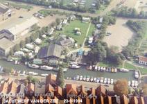 ZW_WERFPLEIN_007 Zwartewaal; Luchtfoto van de jachtwerf en camping van de familie Van der Zee, 23 september 1994