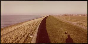 FOTO_GF_C150 De waterkering op de Zeedijk van Oudenhoorn; ca. 1985
