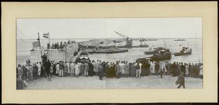 FOTO_GF_D003 Oostvoorne; Samengestelde panoramafoto van de sluiting van de Brielse Maasdam, 3 juli 1950