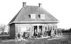 KLW027 Foto 1: Een van de vijf dubbele woningen van Vereniging Volkshuisvesting Tinte. Het betreft hier een wijk met 5 ...
