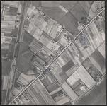 LUCHTFOTO_VOORNE_020B De Vleerdamsedijk, de Boomweg, de Ziekenwei, de Moordijkseweg en de Groeneweg; ca. 1963