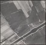 LUCHTFOTO_VOORNE_042C De Rijswaardsedijk en de Oudedijk West. Het Kanaal door Voorne; ca. 1963