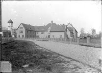 GN2021 De Hogere Burgerschool (HBS), met watertoren; ca. 1925