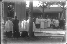 GN2208 Processie bij de kapel op het Martelarenveld; ca. 1922