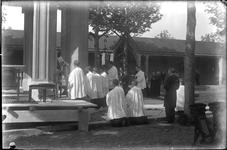 GN2209 Processie bij de kapel op het Martelarenveld; ca. 1922