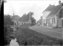 GN2407 Kijkje op de Dorpsweg; ca. 1925