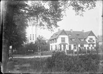 GN2551 De watertoren van Brielle, met naastgelegen woning; ca. 1925