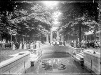 GN2555 Processie in de ommegang bji de Bedevaartskerk; ca. 1925