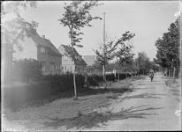 GN2676 Woningen langs de Zandweg; ca. 1925