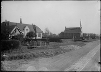 GN2683 De gereformeerde kerk en school in Tinte; ca. 1925