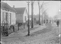 GN2752 Kijkje op de Obalaan, waar kinderen spelen op de hoek met de Van de Meerweg; ca. 1910