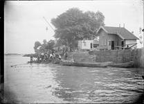 GN2760 Zalmvissers langs de Maas; ca. 1910