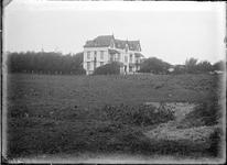 GN2841 Polder met koeien, op de achtergrond Koepel Zeeburg; ca. 1910