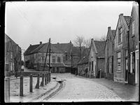 GN3498 Kijkje op de Kerkstraat in Zuidland, richting de Ring; ca. 1910