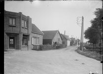 GN5032 Hoek van de Dorpsweg en de Middeldijk; ca. 1920