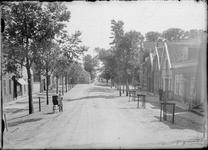 GN5041 De Dorpsstraat in Nieuwenhoorn; ca. 1920