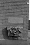 B1229 Oude gevelsteen uit 1701 in het nieuwe gemaal gemetseld; ca. 1985