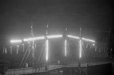 B1313 De Julianabrug verlicht tijdens de lichtweek; ca. 1955