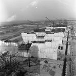 C1672 De bouwput van het sluizencomplex voor de Haringvlietdam; 3 juni 1960