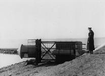C1933 De omgevallen vuurturen van Oudenhoorn na de februaristorm van 1953; Februari 1953