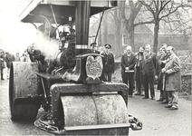 foto-8118 Commissaris der Koningin De Wit verricht officiële opening gereconstrueerde Dorpsweg Twisk, 1976, 17 november