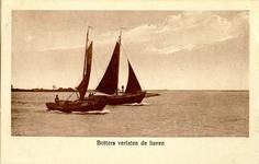 foto-5281 Botters verlaten de haven, ca. 1930