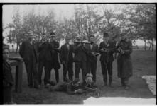 Leden van de ontvangstgroep van droppingsveld Oliver uit Zwaagdijk