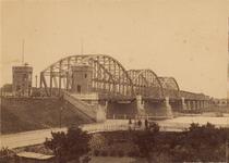 12566 Deventer - Waterwegen - IJssel (Spoorbrug)De spoorbrug gezien vanaf de huidige Ossenweerdstraat. Gezien de ...