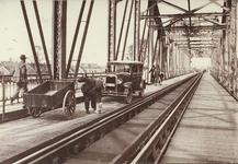 12567 Deventer - Waterwegen - IJssel (Spoorbrug)De spoorbrug was aan beide buitenzijden voorzien van voetpaden en van ...