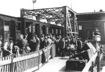 17003 Deventer - waterwegen - IJssel (Spoorbrug)Treinreizigers moesten vanaf de meidagen tot 5 juni 1940 op de ...