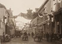21572 Deventer - 1937 - 7 januariVersierde stad t.g.v. het huwelijk van Prinses Juliana en Prins Bernhard. Smedenstraat ...